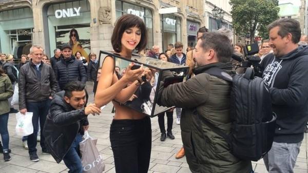 В Лондоне художница предлагала всем желающим потрогать свои гениталии Люди, Маразм, Видео, Мило Муар, Milo Moire