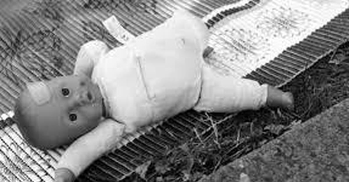 Сын заглянул спящей матери под одеяло фото 263-320
