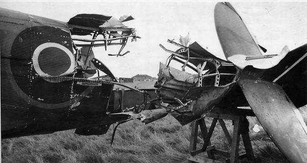 Повреждения истребителя Spitfire полученные попаданием снаряда авиационной немецкой пушки Mk 108
