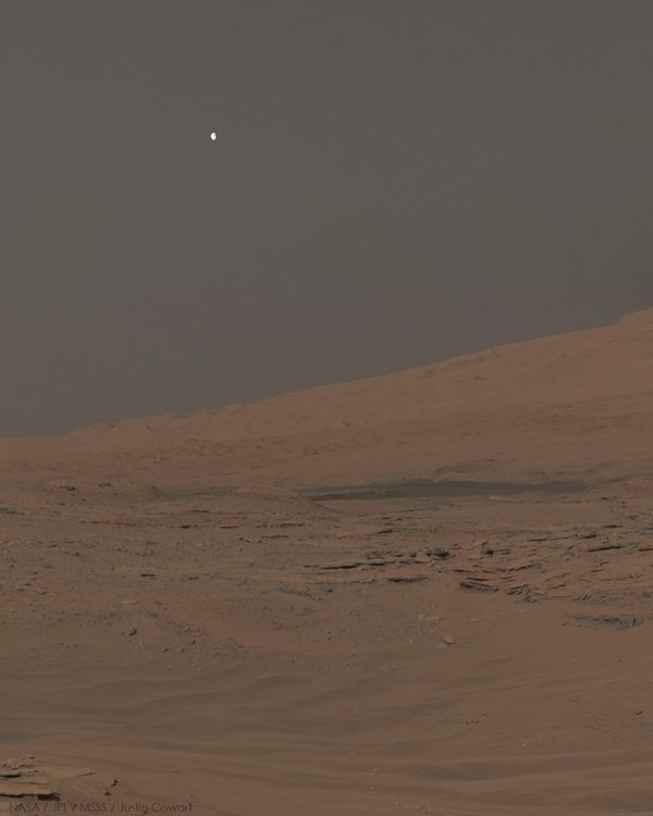 Фобос в небе над Марсом