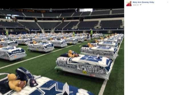Благотворительная акция мебельной фабрики и футбольной команды Благотворительность, Американский футбол, Дети, Ночевка, Reddit, Длиннопост