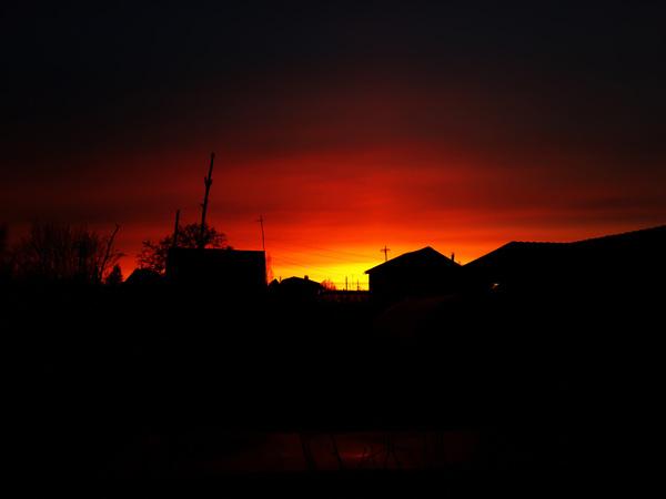 Огненный закат Закат, Дача, Небо, Зарево