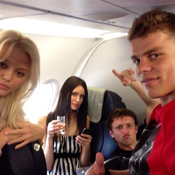 Мамаев и Кокорин потратили €250 тысяч на шампанское Кокорин, Мамев, Футбол