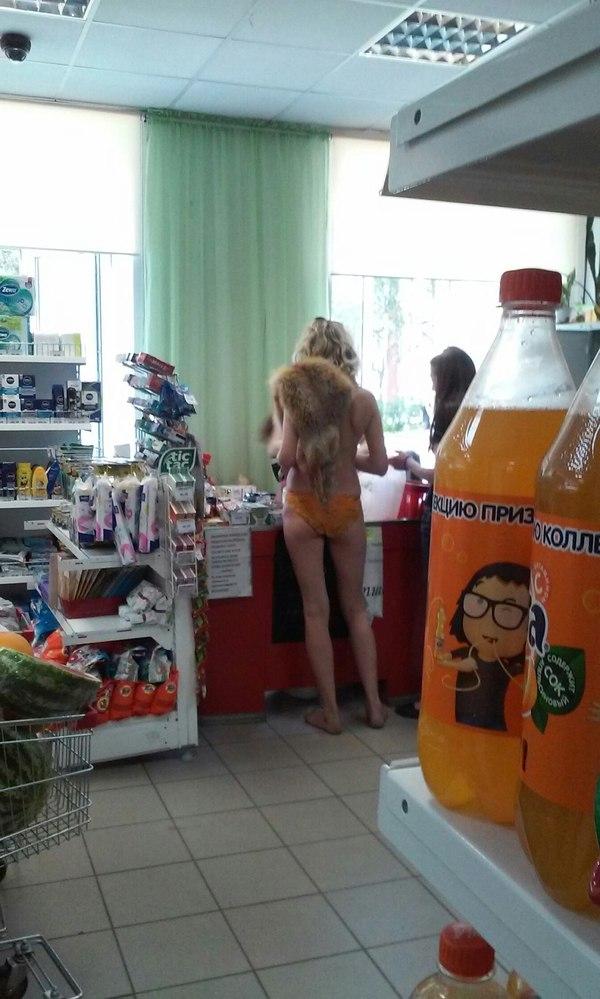 в магазине голые фото