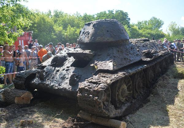 Со дна Дона подняли единственный сохранившийся танк Т-34-76, произведенный на Сталинградском тракторном заводе. Танки, Техника, Война