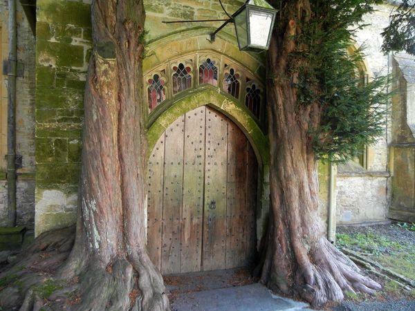 """Средневековые церковные двери в Глостершире считаются источником вдохновения Джона Р. Р. Толкина для """"создания"""" врат Мории Толкин, Властелин колец, Мория, Врата, Англия"""
