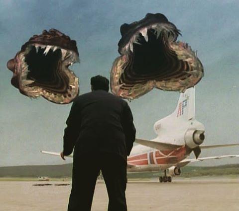 В детстве казалось, что фильм очень страшный и графика просто невероятная