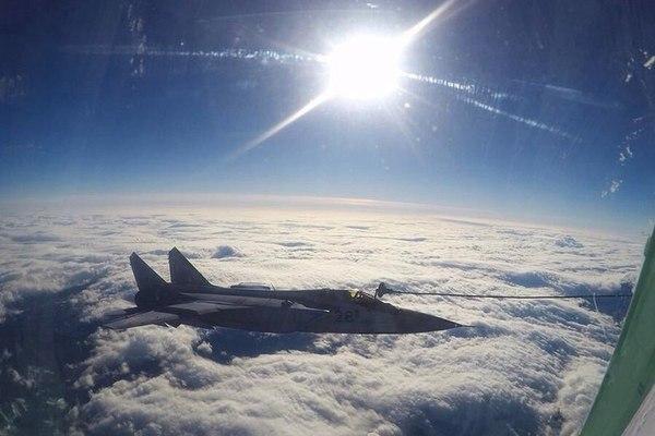 Отработка дозаправки в воздухе экипажами истребителей МиГ-31 ТОФ, июль 2016 года. Реактивная тяга, Авиация, Тренировка, Дозаправка в воздухе, Длиннопост