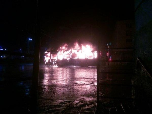 В Петрозаводске от удара молнии сгорел троллейбус Троллейбус, Стихия, Молния, Гроза, Пожар, Длиннопост
