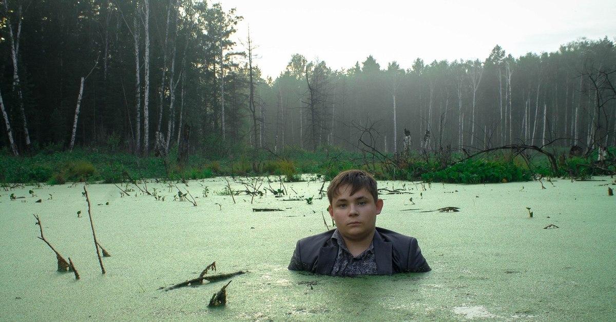 центральной парень сфотографировался в болоте после медицинских процедур
