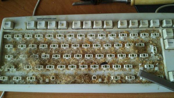 Решил я однажды клавиатуру почистить...