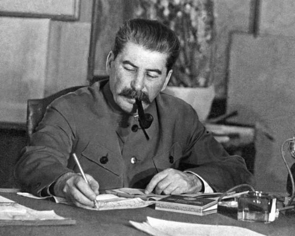 На волне про измены Сталин, Измена, Мат