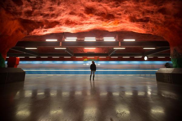 Сестра в ожидании поезда :) Stockholm, Швеция, Стокгольм, Метро, Длинная выдержка, Tunnelbana, Синяя ветка метро