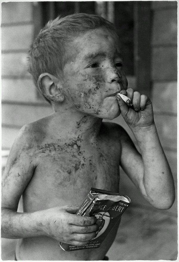 Перекур, Кентукки, 1964 год.Фотограф: William Gedney