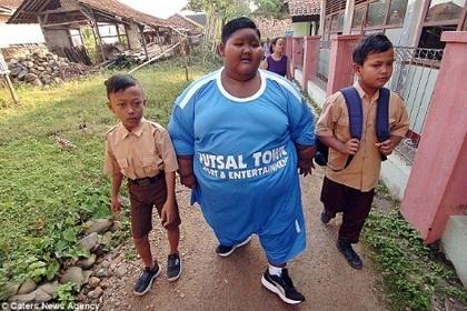 Самый толстый в мире мальчик сбросил вес к учебному году Жирные, Толстяк