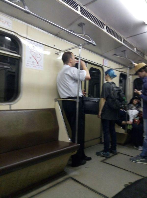Офисный  VINOGORец в пятницу вечером Москва, Московское метро, Метро, Пятница, Пятница-Развратница, Выходные, Алкоголизм, Длиннопост