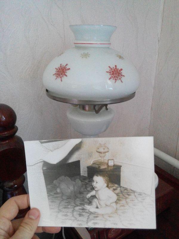 Знакомый прислал фото. Был в гостях у бабушки. На фото он (сейчас ему 32 года) Фото, Бабушка, Лампа, Ничего не менятся