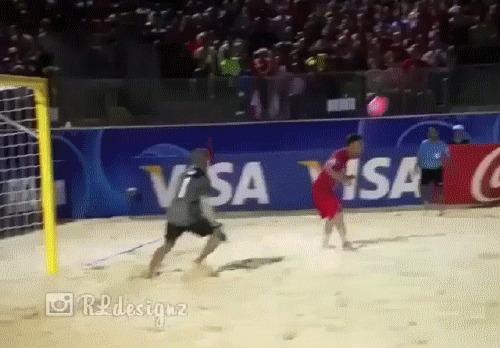 Не опуская мяч на песок Футбол, Пляжный футбол, Гол, Гифка