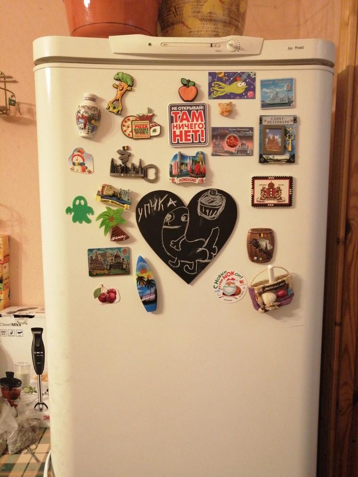 Купили мы доску и мел на холодильник Холодильник, Доска, Мел, Магнитики, Магнитики на холодильник, Послание, Рисунок