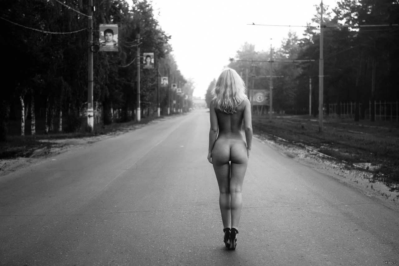 erotika-na-dorogi-popa-molodoy-devushki-video
