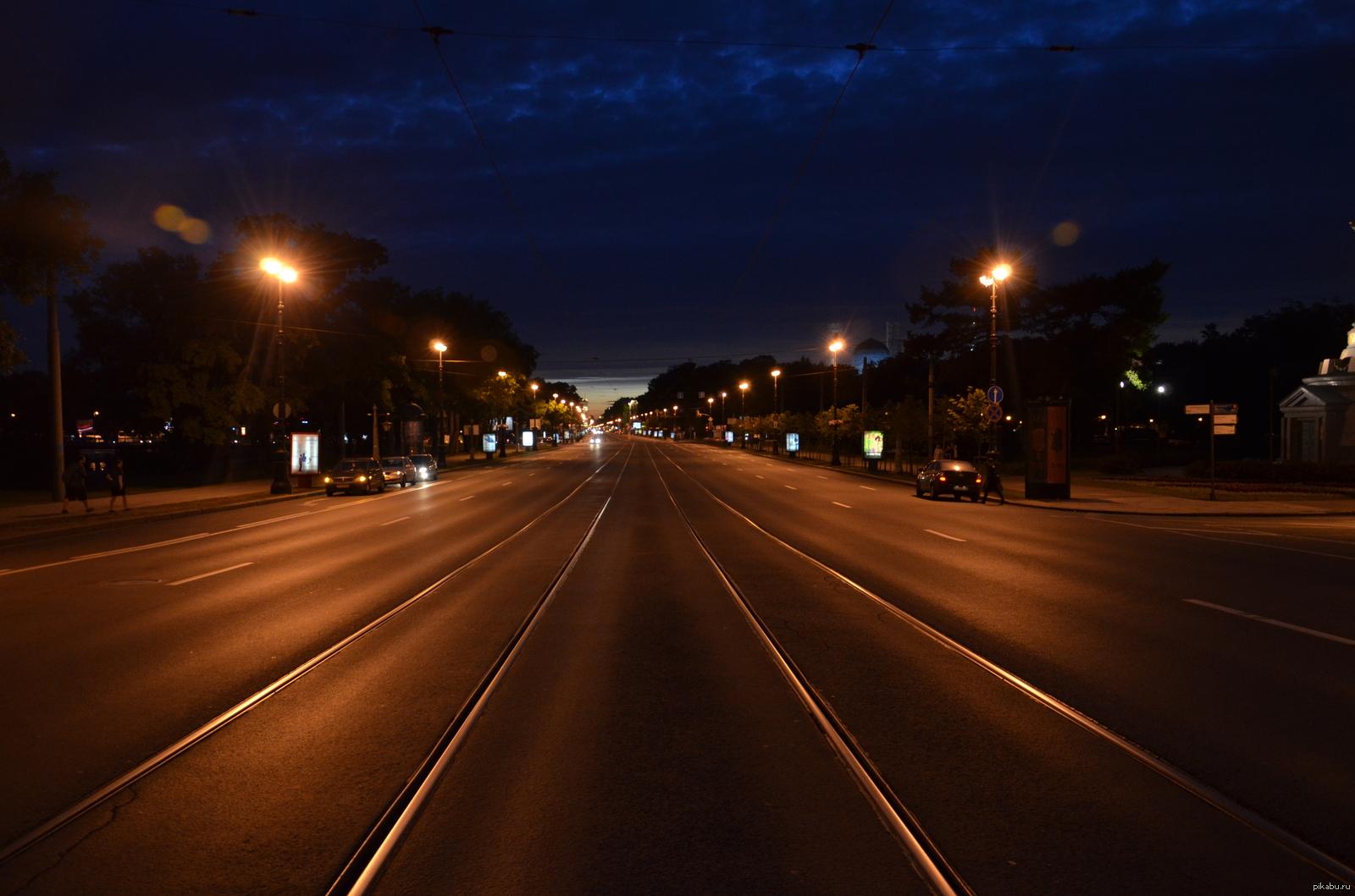 красивое фото ночной трассы из авто искандер означает склонность