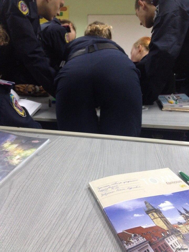 русская девушка из полиции нагнулась зная