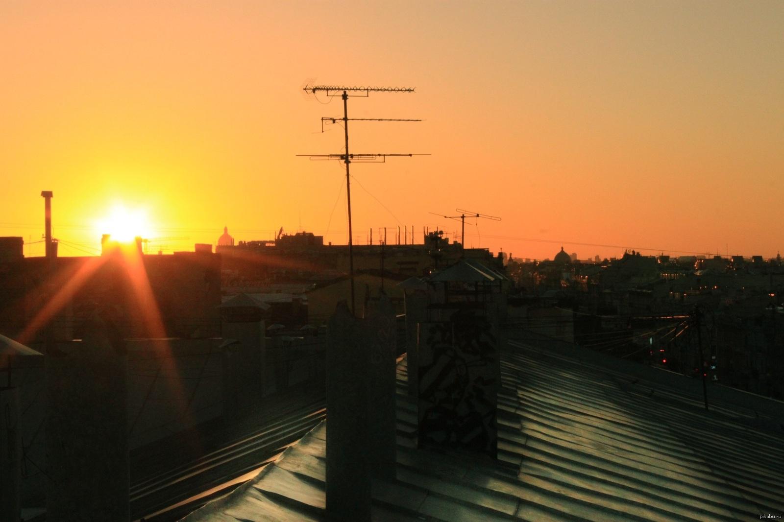 картинки крыш домов с закатом