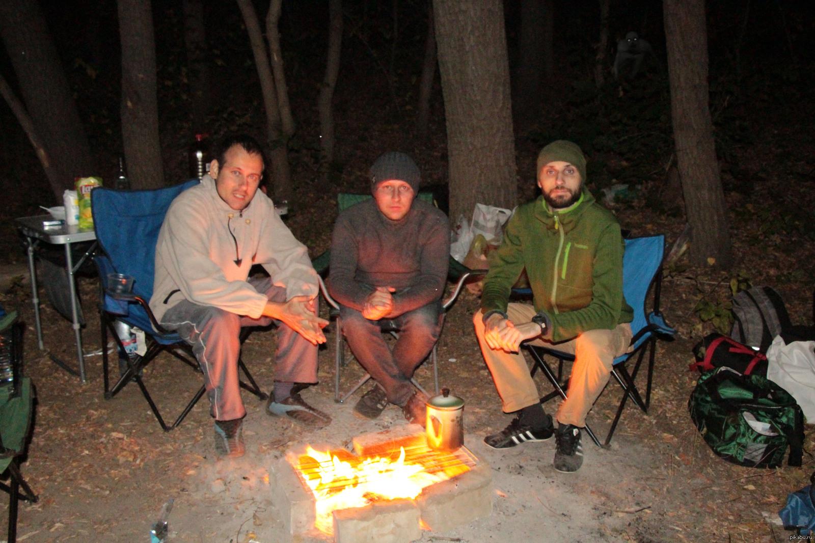 Секс групповой в лесу фото, Три худенькие молодухи раздеваются в лесу секс фото 10 фотография