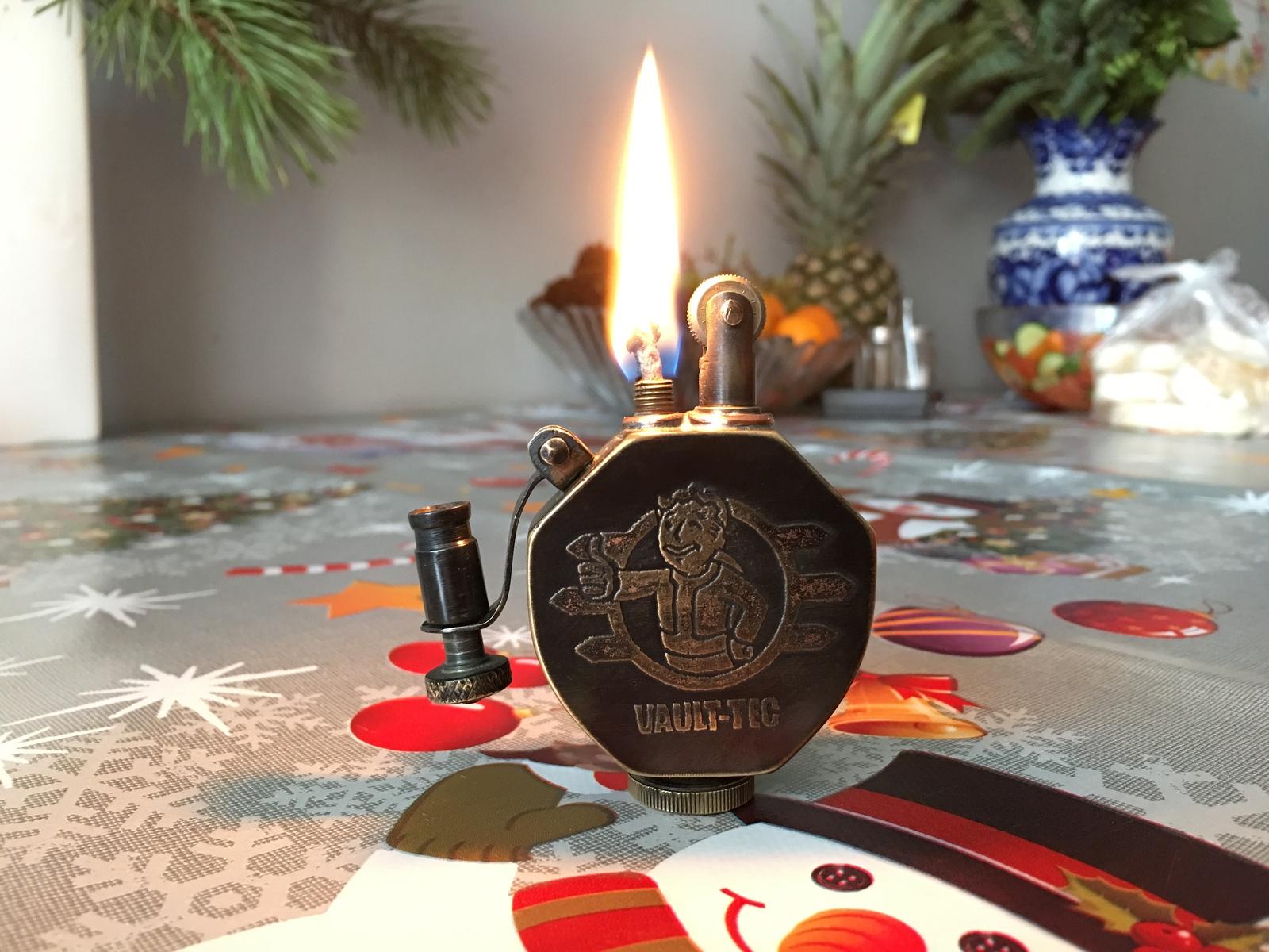 Зажигалка как подарок на новый год