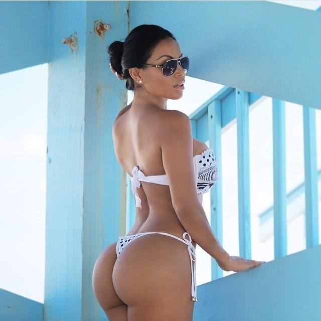 Латиноамериканки в бикини, видео хозяйка заставляет лизать парня