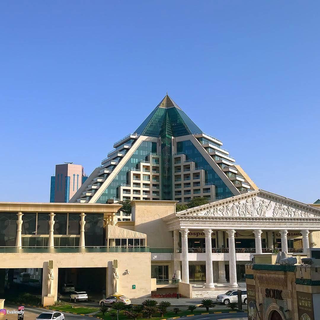 Wafi mall дубай холидей инн дубай сафа парк