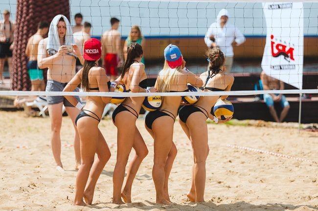 Пляжный волейбол лесби