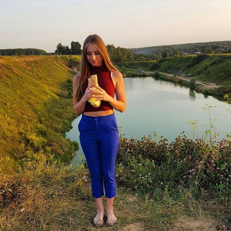 Красивую девушку взяли силой, порно через вэб россия