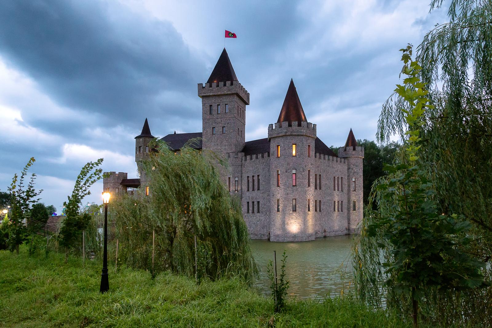 Замок на воде Шато Эркен КБР, г. Нальчик.