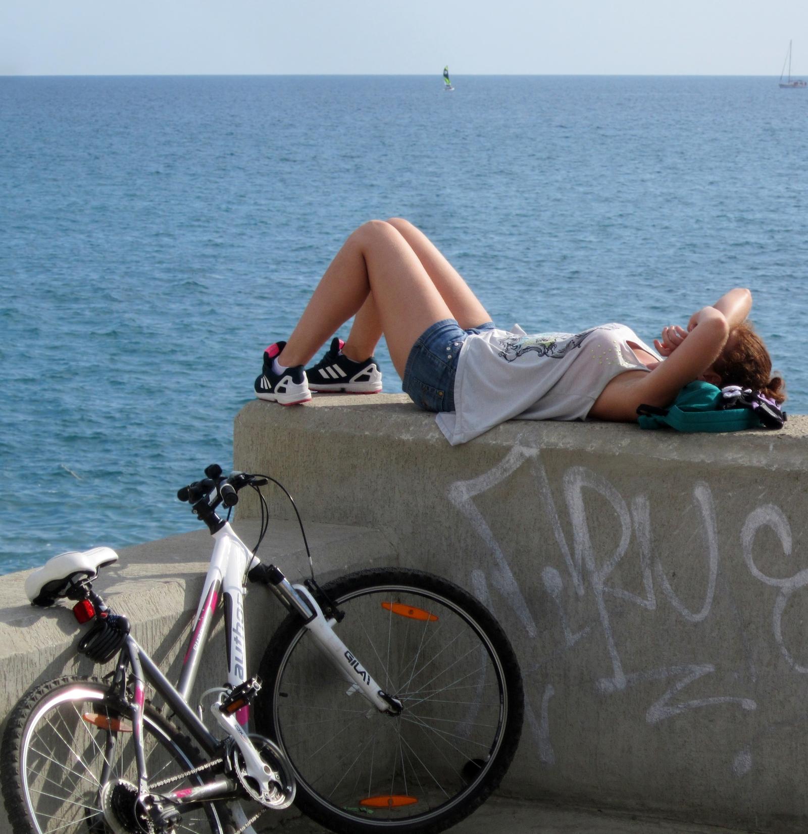 девушка и велосипед фото